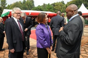 L'ambassadeur des Etats–Unis au Burundi, Mme Dawn Liberi, et le ministre des Relations Extérieures et de la Coopération Internationale, M.Laurent Kavakure. ( Photo: facebook.com/presidentpierrenkurunziza )