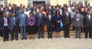 Rencontre avec tous les partis politiques du Burundi  au Parlement du Burundi ( Photo: assemblee.bi   , décembre 2013 )