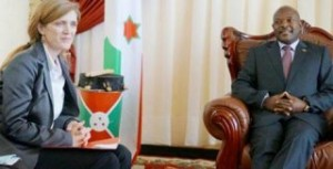 Nkurunziza accueillant l'ambassadeur Samantha Power  ( photo : presidence.bi )