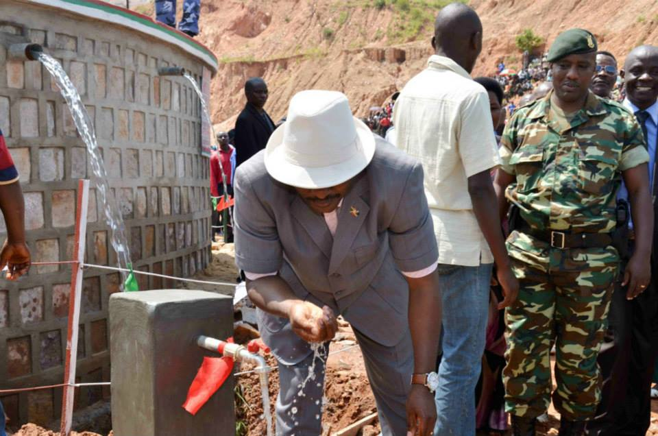 Nouveau réservoir d'adduction en eau potable à Benga - Isale ( Photo: facebook.com/PresidenceBurundi )