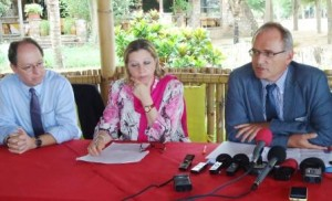 3 experts des Nations Unies  Droit  de l'Homme -  M. Christof Heyns, M.  Pablo de Greiff, et Mme Maya Sahli-Fadel  ( Photo: PPBDI.COM )