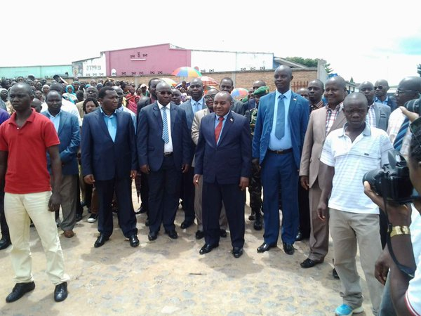 Burundi  : Visite du vice-président en charge de l'économie au port de Rumonge   ( photo:  Isidore Ntirampeba et Jeanne Mukenguruka  - 2016)