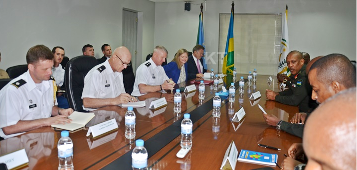 Ce mardi 26 juillet 2016, une déléguation d'officiers US de la Combined Joint Task Force-Horn of Africa (CJTF-HOA) de l'armée américaine, conduite par le Major General Kurt Sonntag, a débarqué à KIGALI ( Photo : http://ktpress.rw )