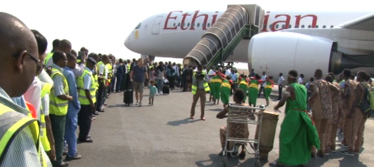 Burundi : 1er atterrissage d'un Air bus 350 d'Ethiopian Airlines à Bujumbura ( photo: RTNB 2016 )