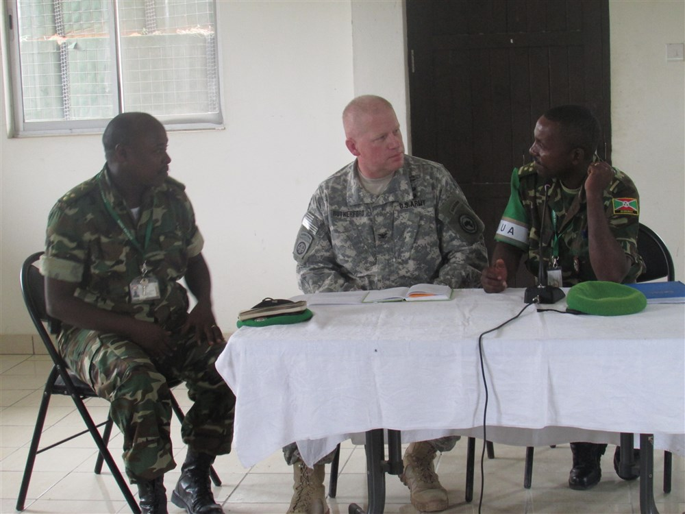 En octobre 2015, petite rencontre informative à Djibouti [ Photo : http://www.hoa.africom.mil/story/18175/military-coordination-cell-mogadishu-meets-with-bndf ]