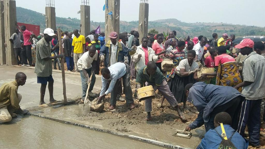 Burundi : TDC à Gitega / Bugendana  – Construction de l'une école technique sur la colline Mwurire ( Photo : Doriane Munezero  2016 )