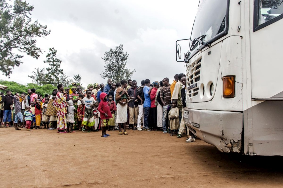 Burundian refugees waiting in front of a bus at the Bugesera reception center to be relocated to Mahama refugee camp in Rwanda in this 2015 file photo. © UNHCR/Ramcho Kundevski