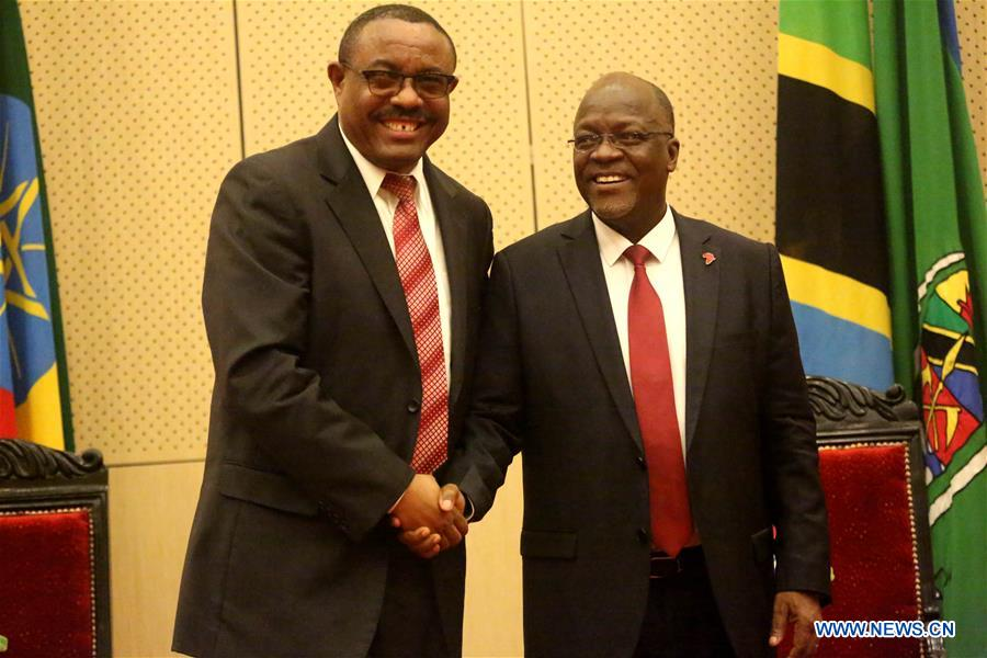 Tanzanian President John Magufuli (R) meets with the visiting Ethiopian Prime Minister Hailemariam Desalegn at State House in Dar es Salaam, Tanzania, March 31, 2017. (Xinhua/Anthony Siame)