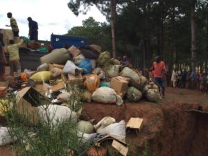 Burundi : Destruction de plus d'1 tonne de marchandises saisies à Muyinga ( Photo : ikiriho  2017 )