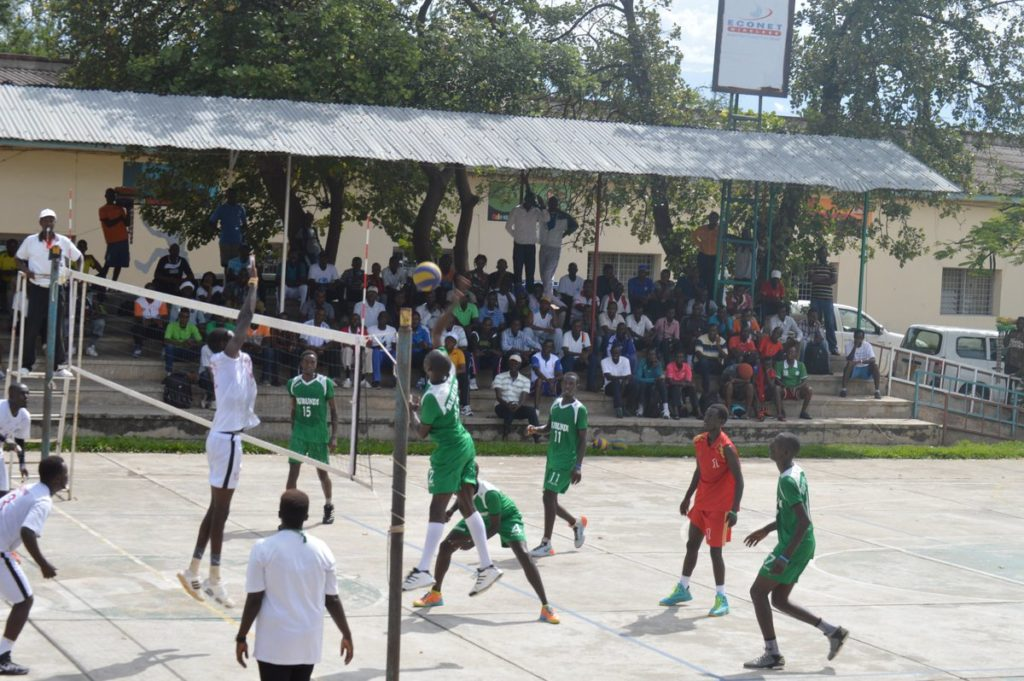 Burundi : 1/4 de final du tournoi de volley-ball intercommunal à BUJUMBURA ( Photo : BIGIRIMANA Déo 2017 )