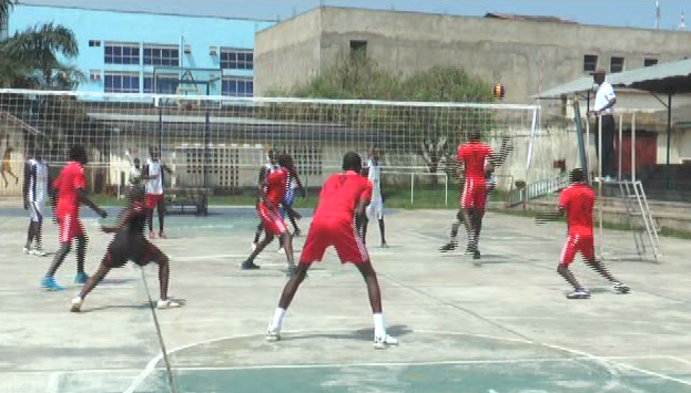 Burundi : 1/4 de final du tournoi de volley-ball intercommunal à GITEGA ( Photo : RTNB 2017 )