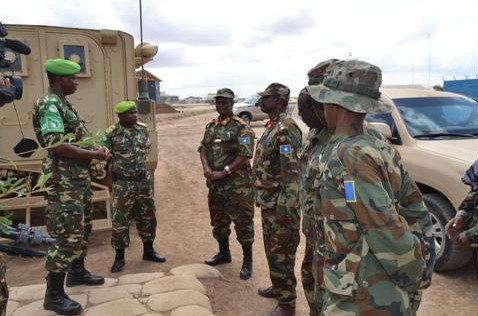 Visite du chef d'Etat-major adjoint de l'armée nationale somalienne aux militaires du Burundi ( Photo : Baratuza Gaspard 2017 )