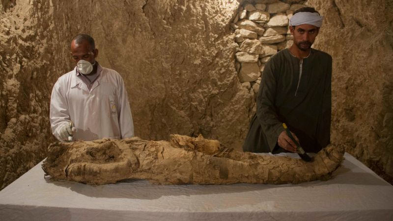 Photo : The mummy discovered in the Luxor tomb Kampp 150. (Image: AP)) Egyptian archaeologists working in Luxor have explored two tombs dating back to the 18th Dynasty, uncovering colorful figurines, funeral masks, a stunning mural—and a linen-wrapped mummy