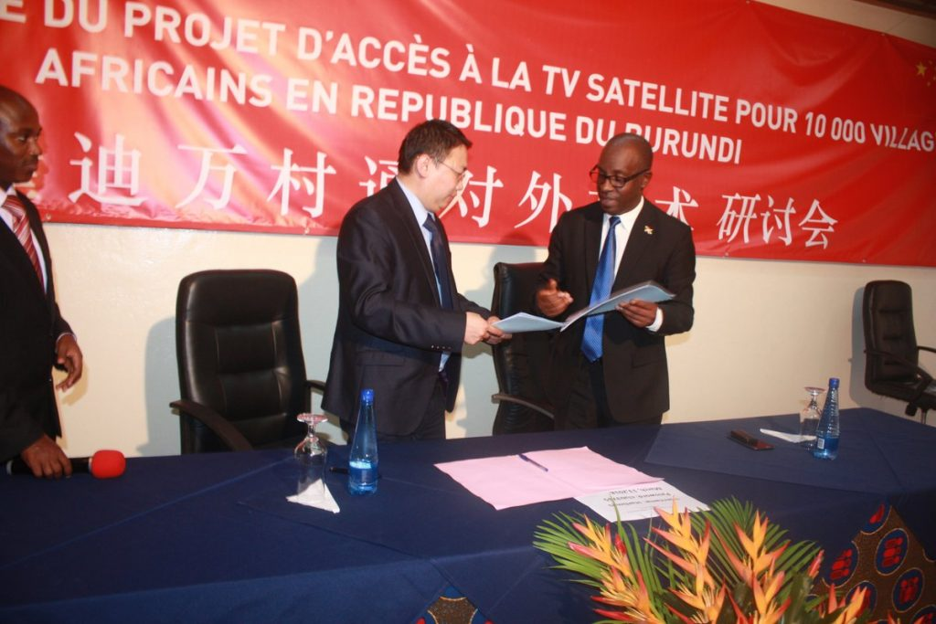 Burundi : Media - La multinationale chinoise STARTIMES donne 300 Télévisions ( Photo : Nyabenda Albert 2018 )
